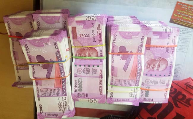 2.25 Crores In New Notes Seized From Bengaluru Flat Guarded By Elderly Woman's 2Dogs